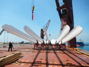 Windmill blades discharging at port of destination